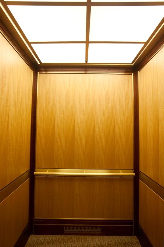 Mỗi người cần trang bị những kiến thức thực tế để sử dụng và bảo quản thang máy đúng cách.