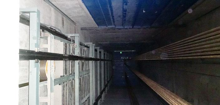 Thi công hố thang máy là công đoạn chuẩn bị đầu tiên.
