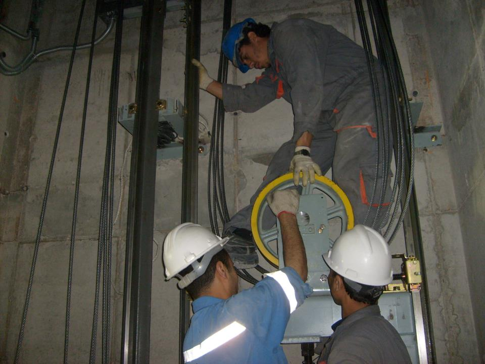 Quá trình lắp đặt thang máy gia đình quyết định 40% chất lượng sản phẩm.