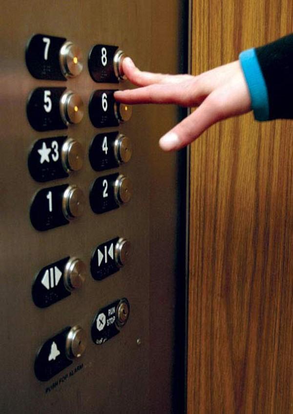 Tuân thủ những yêu cầu khi sử dụng thang máy là cách giữ an toàn khi sử dụng loại phương tiện này.